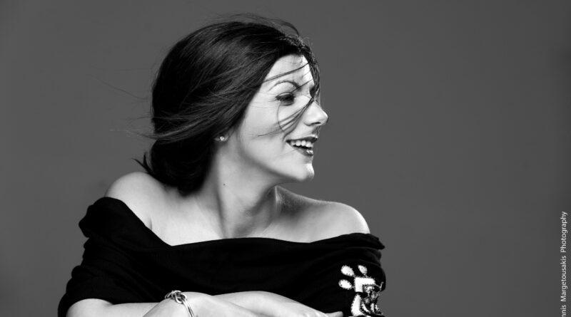 """Η Αγγέλω Σφέτσου παρουσιάζει το """"Ουράνιο τόξο"""" – νέο τραγούδι"""